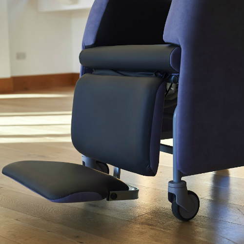 Florien II flip-up footrest lowered